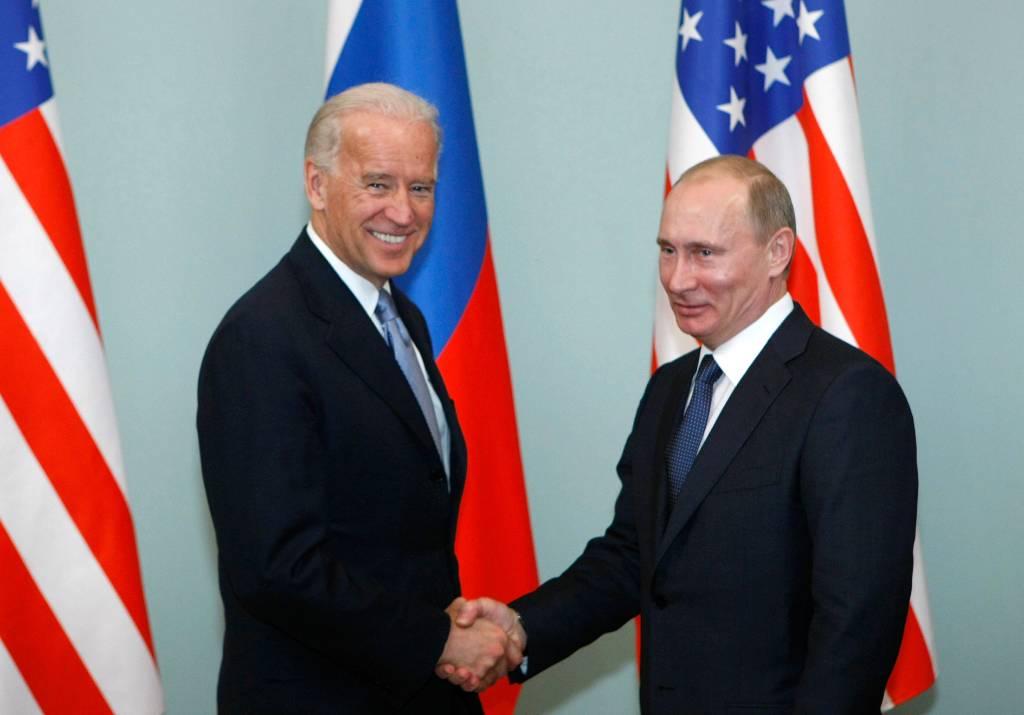 В Белом доме заявили, что пока в планах нет телефонного разговора между Байденом и Путиным