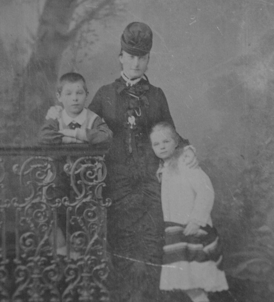 Екатерина с детьми Георгием и Ольгой. Фото © Fine Art Images / Heritage Images via Getty Images