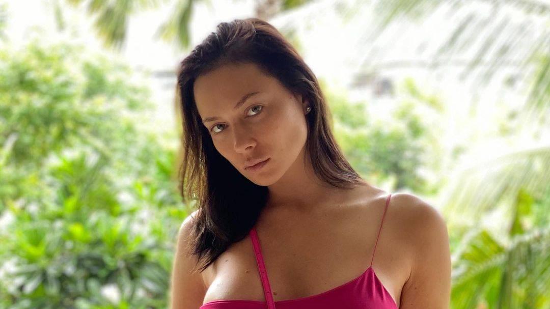 Самбурская не выдержала и опять показала откровенное фото, которое два раза удалял Instagram