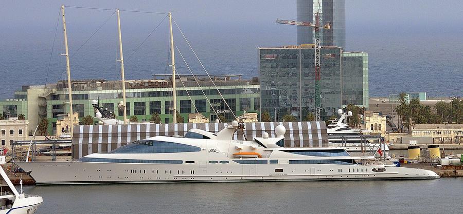 Яхта Yas, 141 м, владелец — член королевской семьи ОАЭ Хамдан Бин Зайд Бин Салтэн аль Нахайян. Фото © Wikimedia Commons