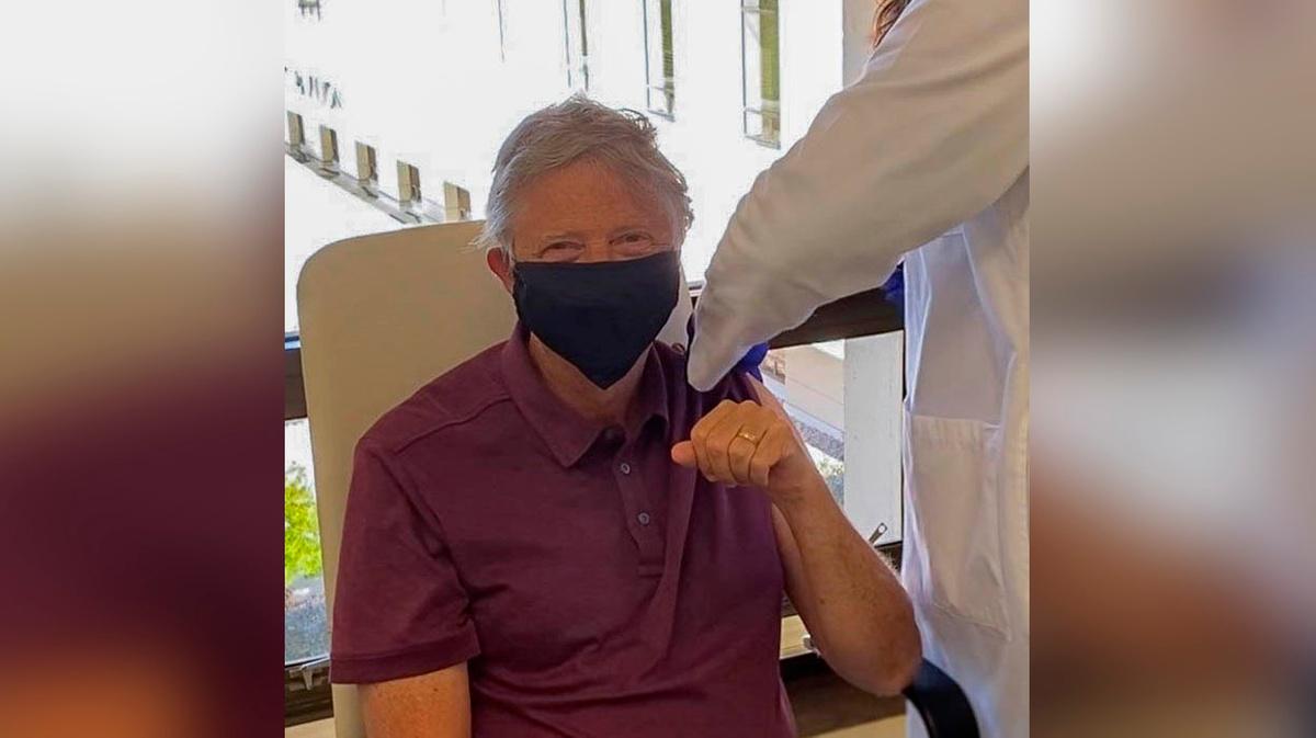 Билл Гейтс привился от коронавируса