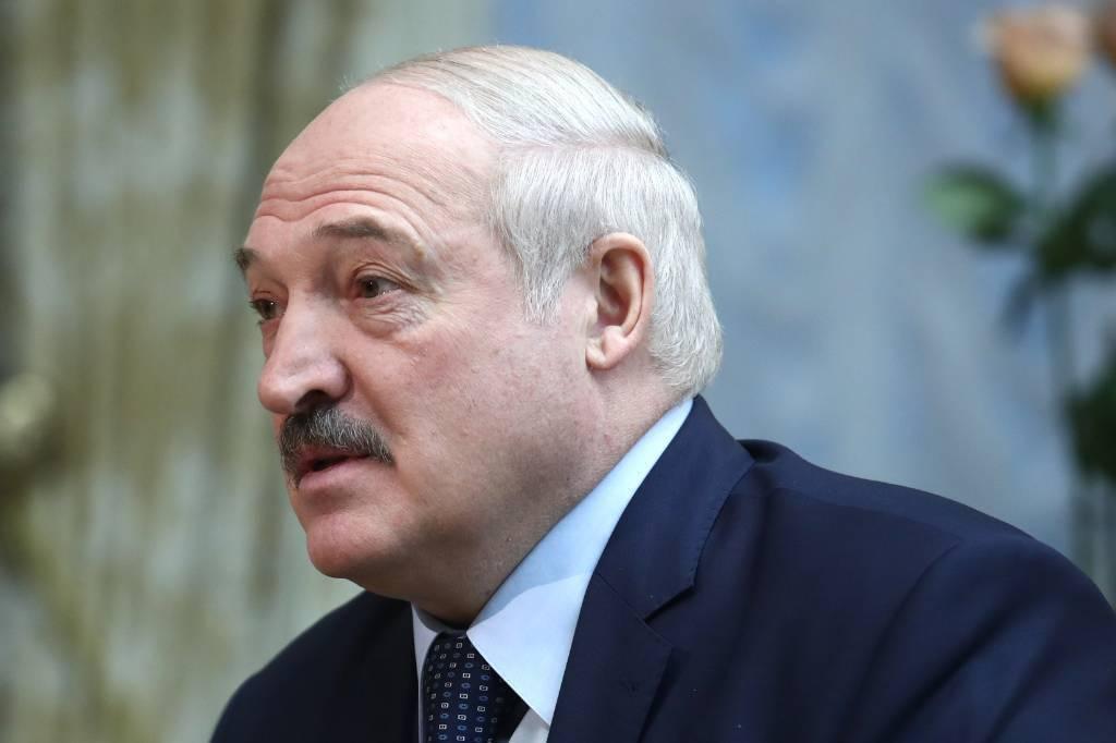 """""""Мобилизовать всё то, что есть"""". Лукашенко пообещал, что Белоруссия не упадёт на колени"""