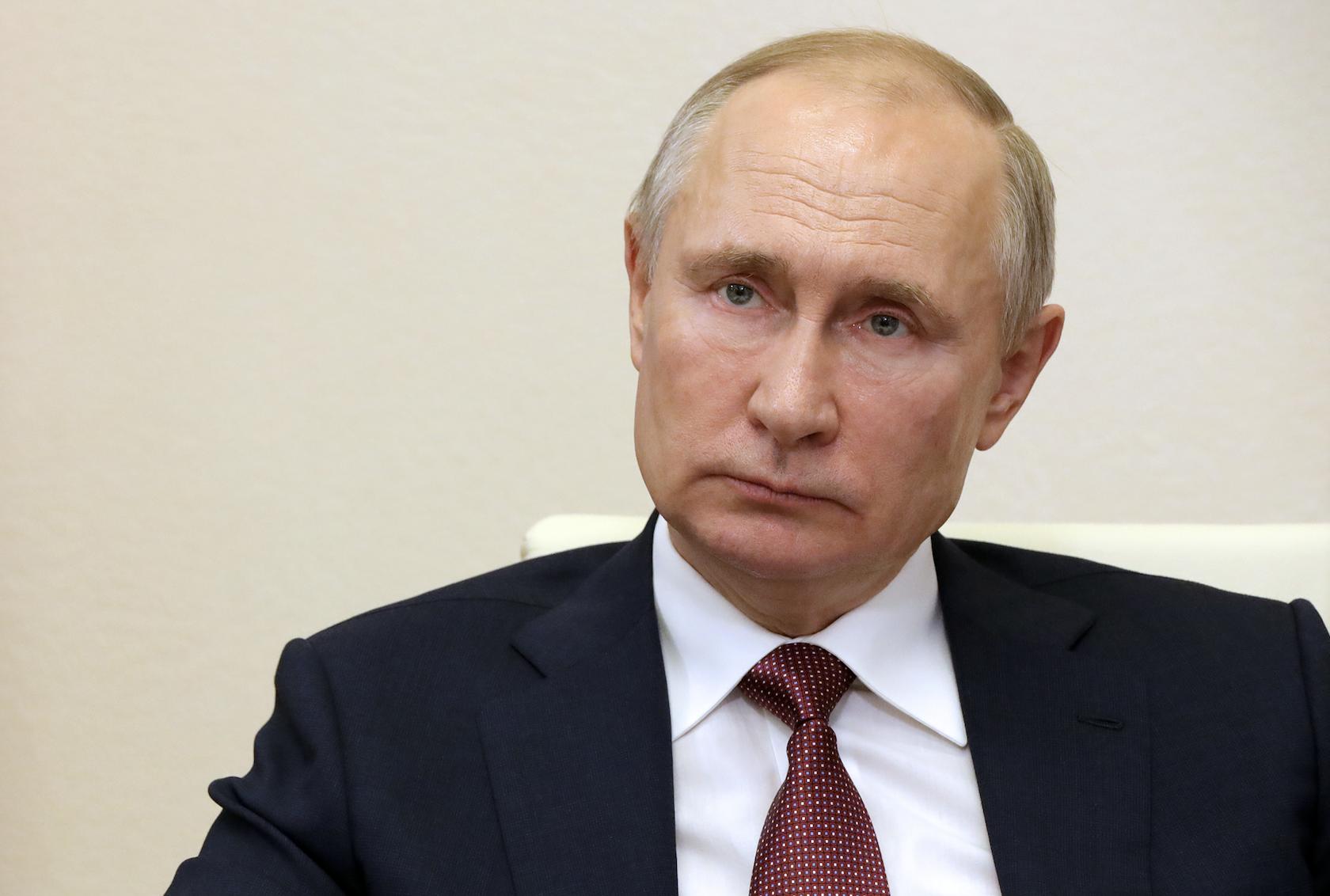Путин предложил отменить возрастные ограничения для госслужащих