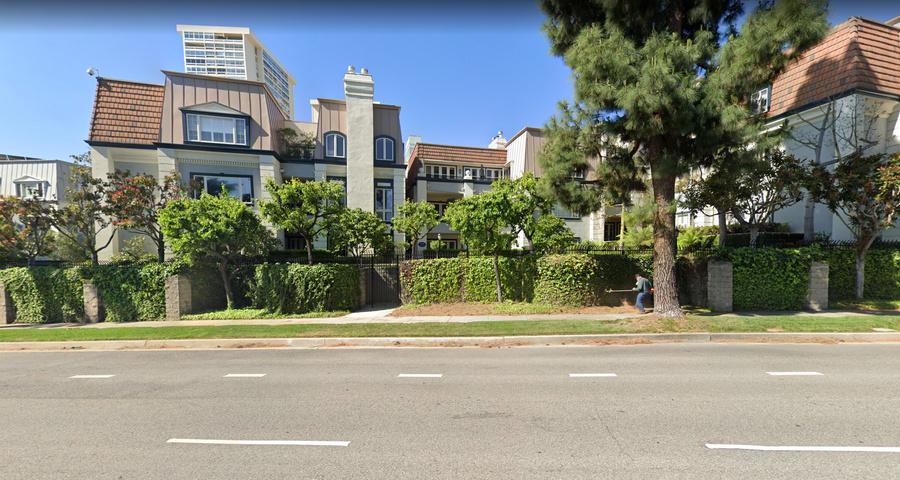 Особняк Serguie A Veremeenko в Лос-Анджелесе. Фото © Google Maps