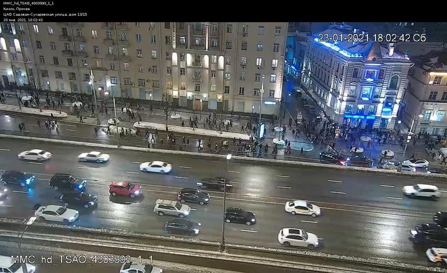 "<p>Участники незаконного митинга. Фото © <a href=""https://t.me/DtOperativno"" target=""_blank"" rel=""noopener noreferrer"">Telegram</a>-канал Департамента транспорта Москвы</p>"