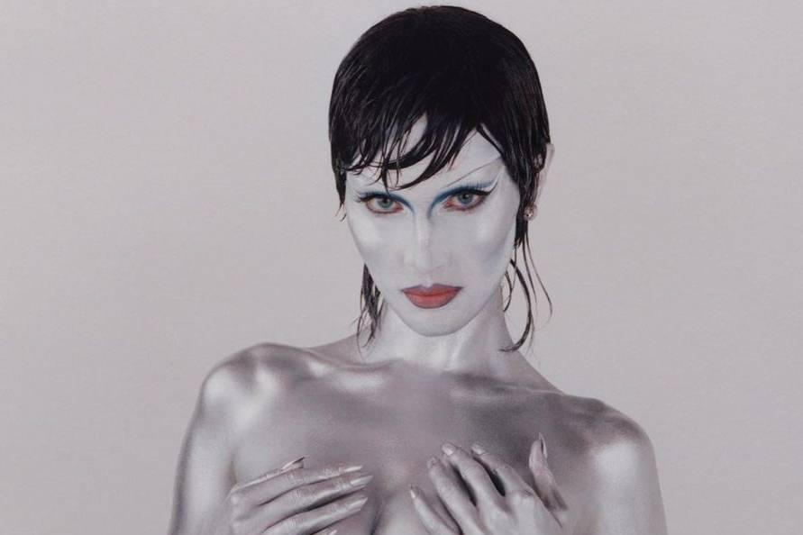 """""""Самая красивая женщина в мире"""" снялась для глянца, но узнать её удалось только по голому телу"""