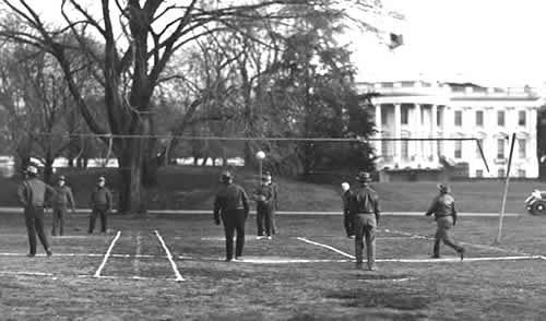 Игра в гувербол на лужайке Белого дома. Фото © JumpUSA