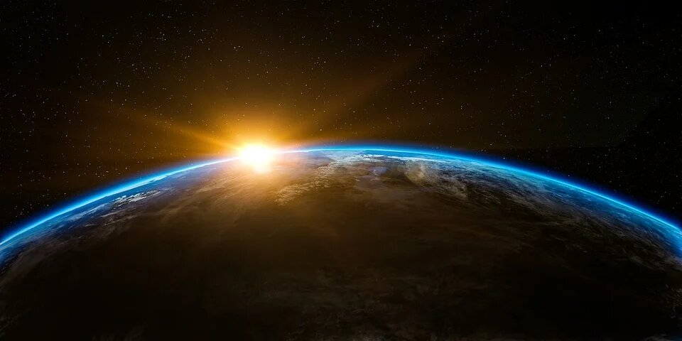 """""""Солнце заполнит весь горизонт"""": физик рассказал о наступлении конца света"""