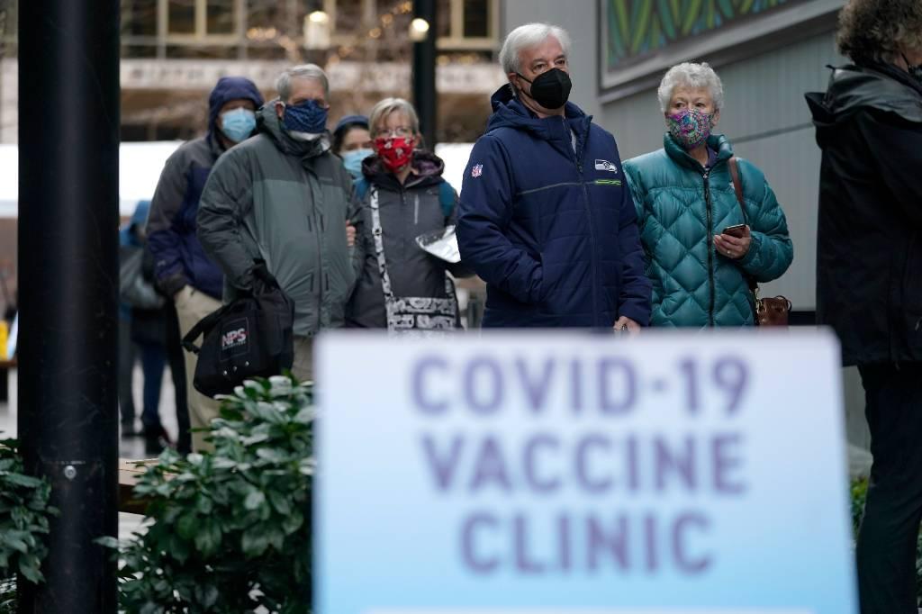 США увеличат закупки вакцин Moderna и Pfizer, несмотря на смертельные случаи среди пациентов