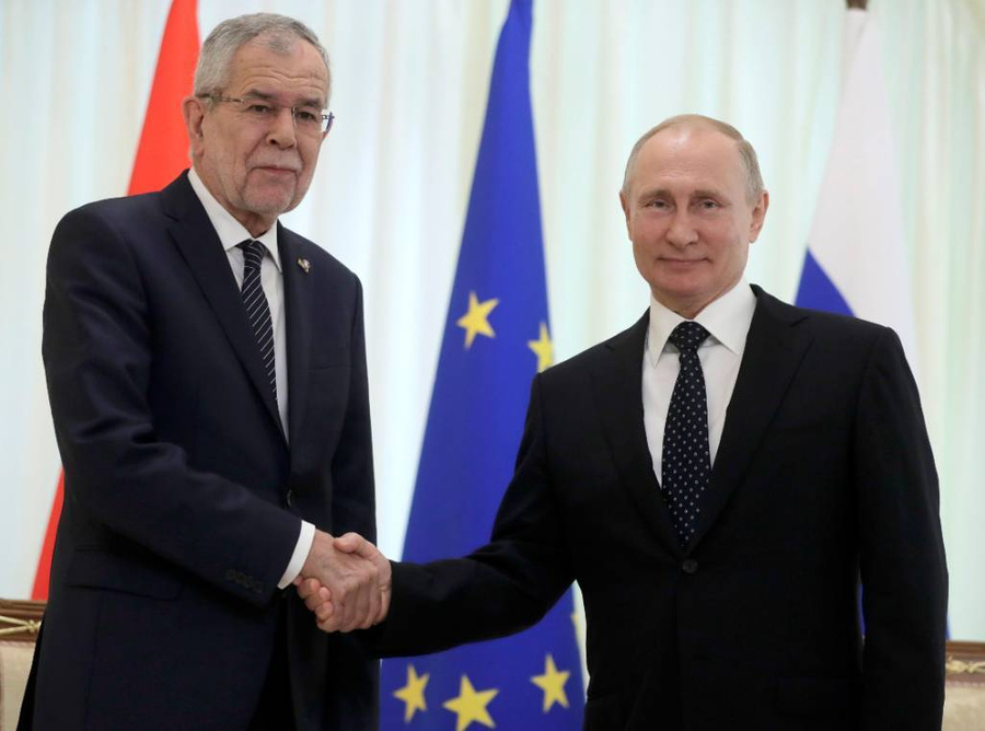 <p>Александер ван дер Беллен и Владимир Путин. Фото © ТАСС / Метцель Михаил</p>