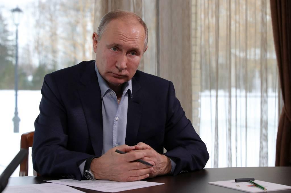 Путин поручил МИД России провести переговоры с США о продлении ДСНВ