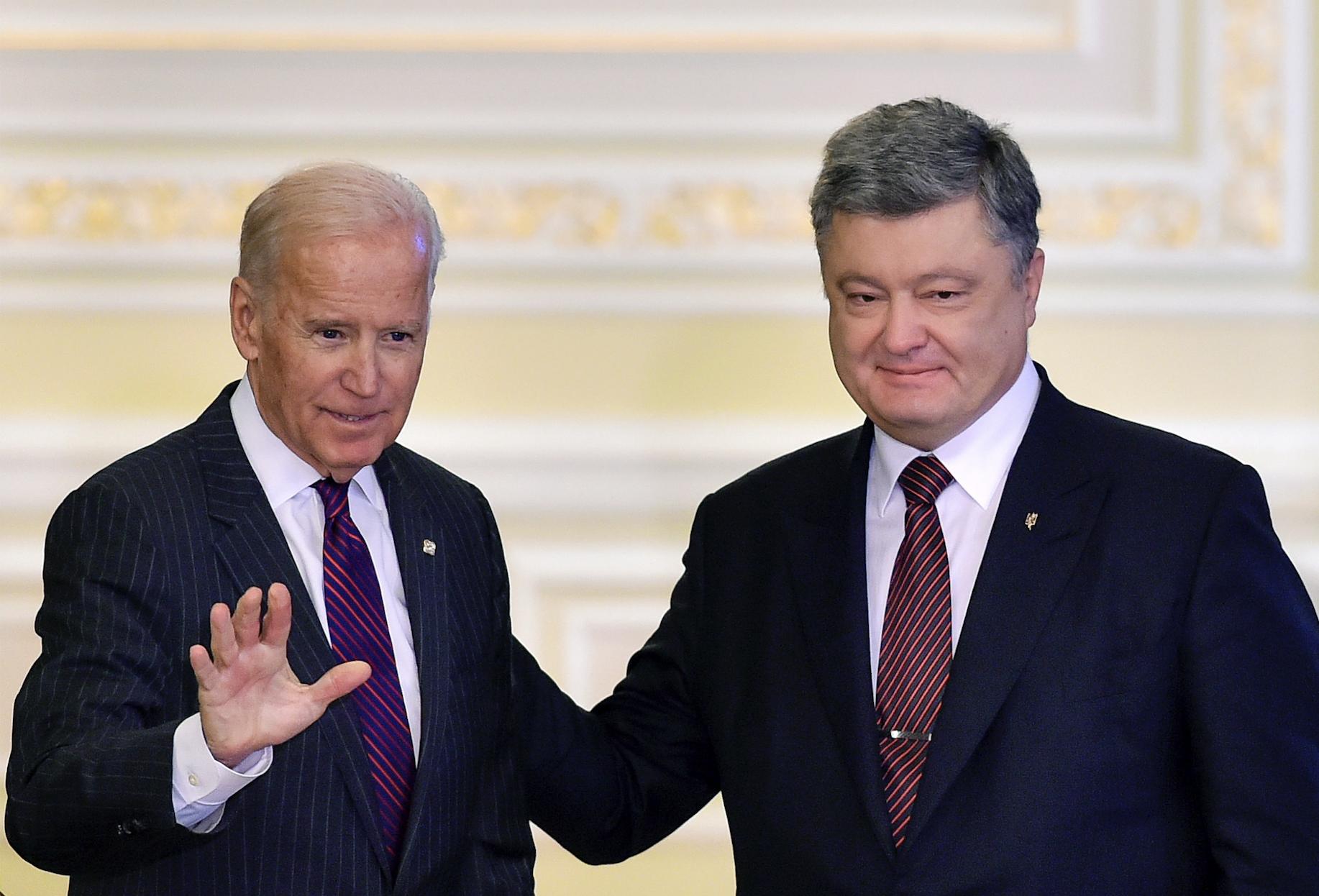 На Украине завели новые уголовные дела против Байдена и Порошенко
