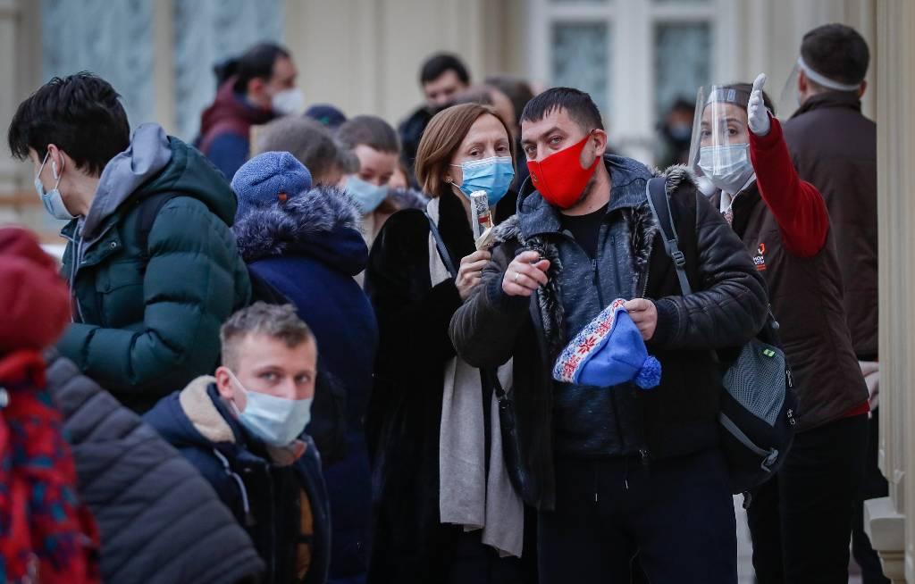 Инфекционист заявил о невосприимчивости 50% москвичей к коронавирусу