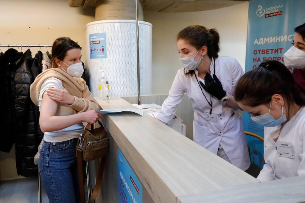В Роспотребнадзоре рассказали, когда ждать заметный спад заболеваемости коронавирусом