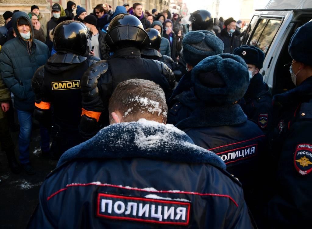 Подозреваемый в нападении на полицейского на акции во Владивостоке решил прийти с повинной