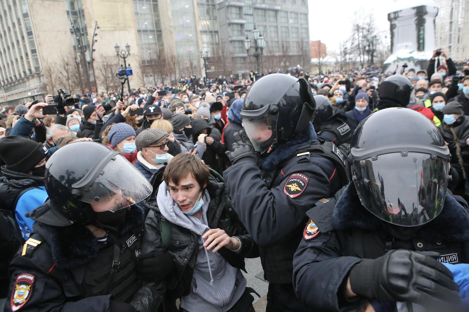 """Песков указал на невозможность диалога с """"молодчиками"""", участвовавшими в погромах 23 января"""