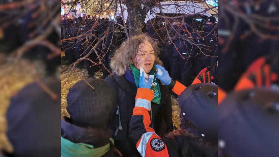 Марта Лемпарт пострадала от слезоточивого газа в ходе протестов. Фото © Twitter / BozenaPrzyluska