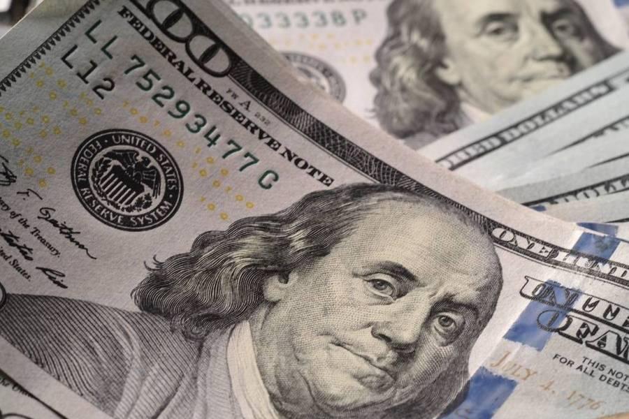Россиянам дали совет, когда покупать валюту для зарубежной поездки