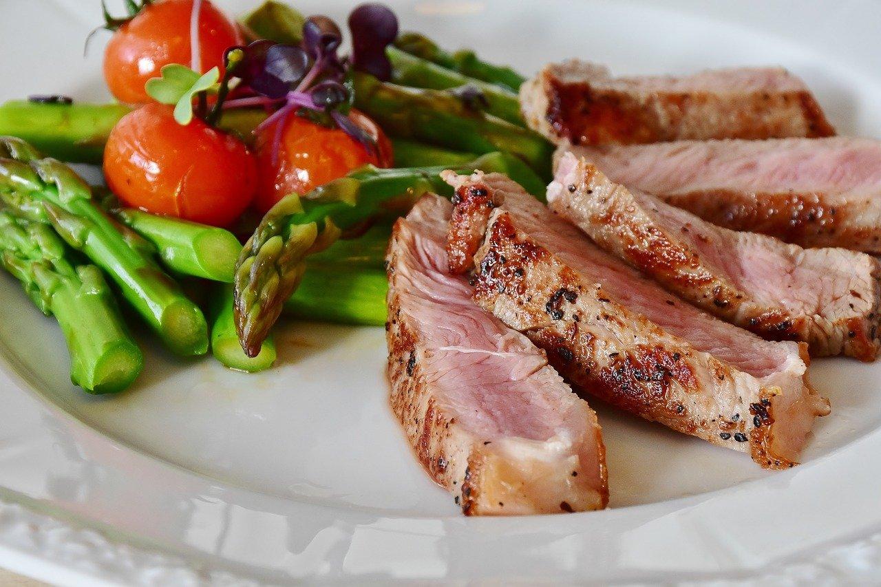 Диетолог рассказала, сколько мяса можно съедать в день без опасений за здоровье