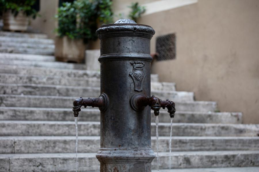 Питьевой фонтанчик в Риме. Фото © Shutterstock