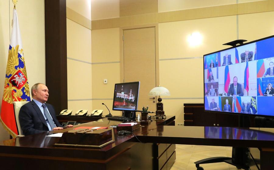 """<p>Президент Владимир Путин — на совещании спостоянными членами Совета безопасности РФ (врежиме видеоконференции).</p><p>Фото ©<a href=""""http://kremlin.ru/events/president/news/64985/photos/65236"""" target=""""_blank"""" rel=""""noopener noreferrer""""> Kremlin</a></p>"""