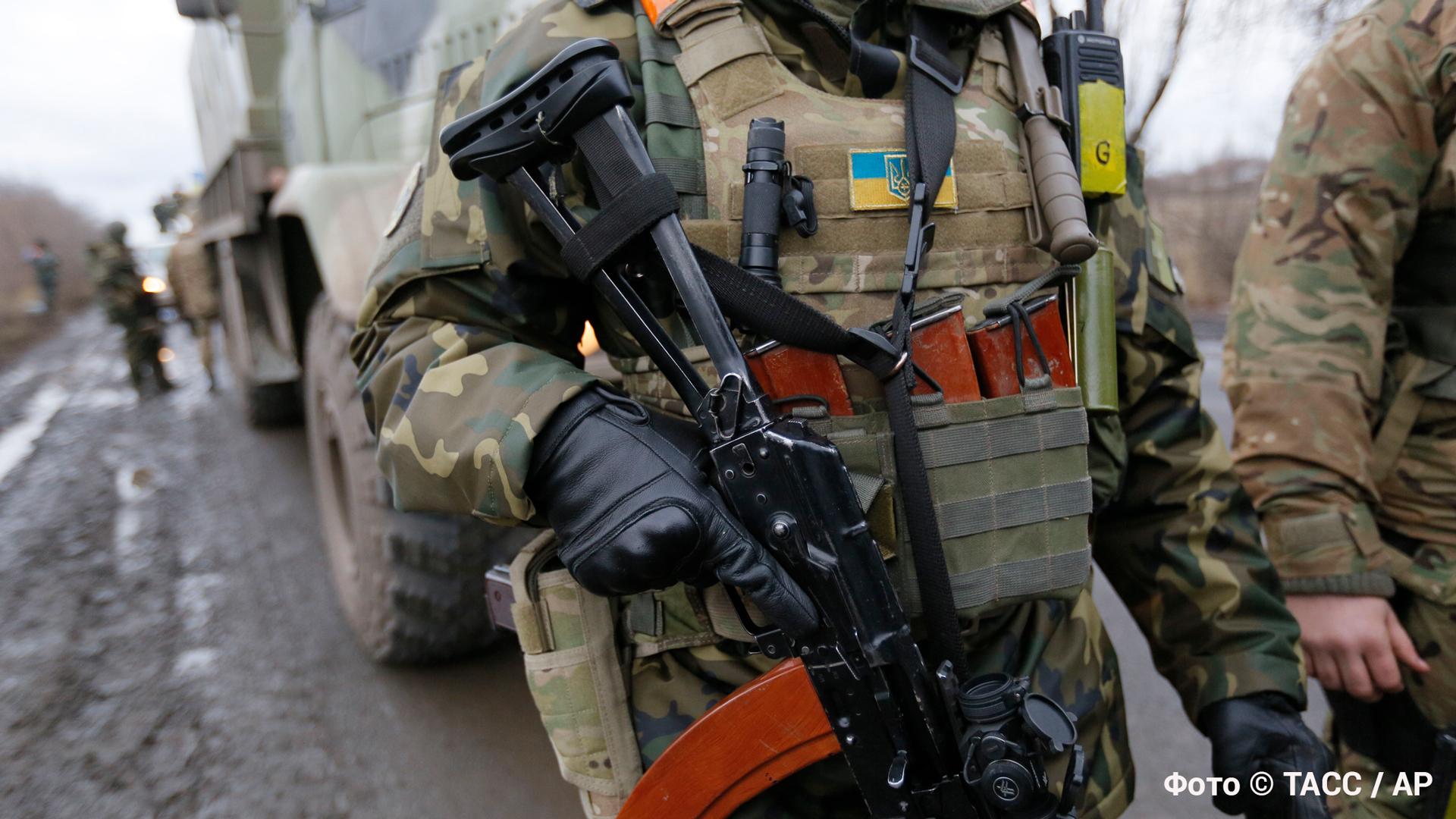 Украинский снайпер застрелил сотрудника МВД ДНР во время эвакуации детей