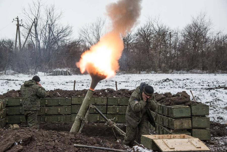 Ополченцы ДНР во время боевых действий против украинских военных у села Санжаровка, находящегося к северо-востоку от Дебальцево. Фото © ТАСС / AP