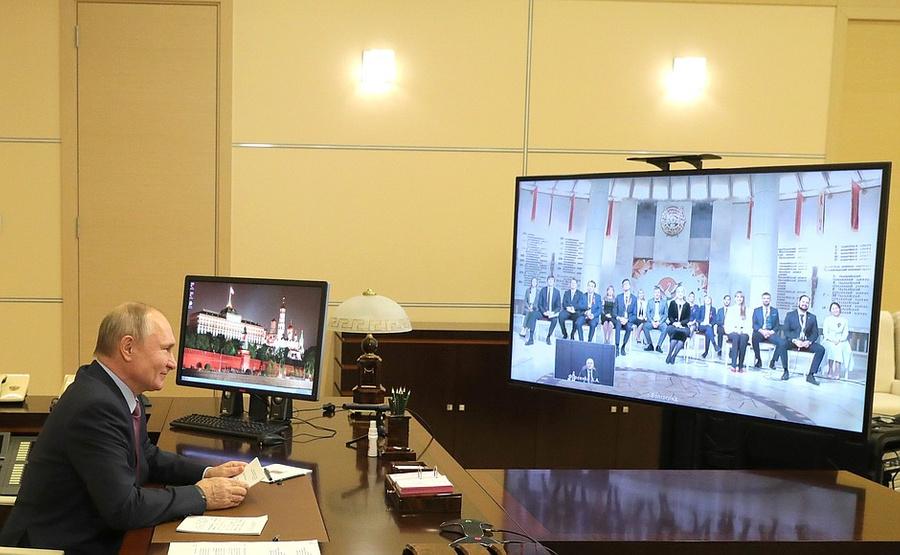 """<p>Встреча слауреатами конкурса """"Учитель года"""" (врежиме видеоконференции).</p><p>Фото © <a href=""""http://kremlin.ru/events/president/news/64961"""" target=""""_blank"""" rel=""""noopener noreferrer"""">Kremlin.ru</a> </p>"""