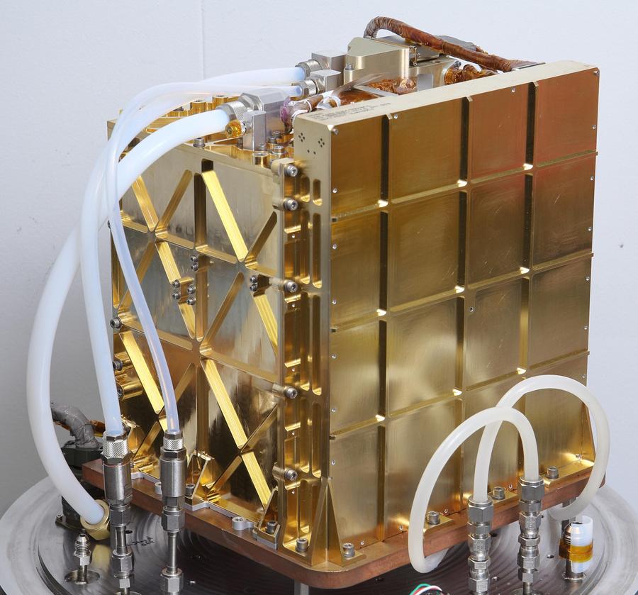 Генератор кислорода MOXIE, установленный на борту марсохода Perseverance. Фото © Википедия
