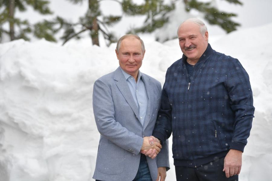 <p>Президент России Владимир Путин и президент Белоруссии Александр Лукашенко во время встречи в Сочи. Фото © ТАСС / Алексей Дружинин</p>