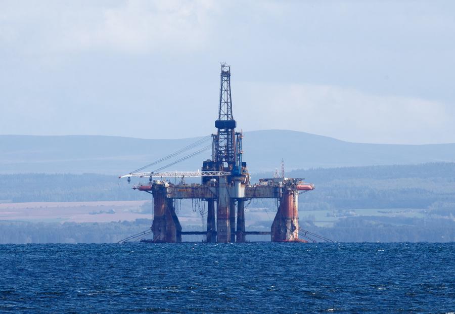<p>Буровые установки в шотландском порту Кромарти-Ферт. Фото © ТАСС / EPA</p>
