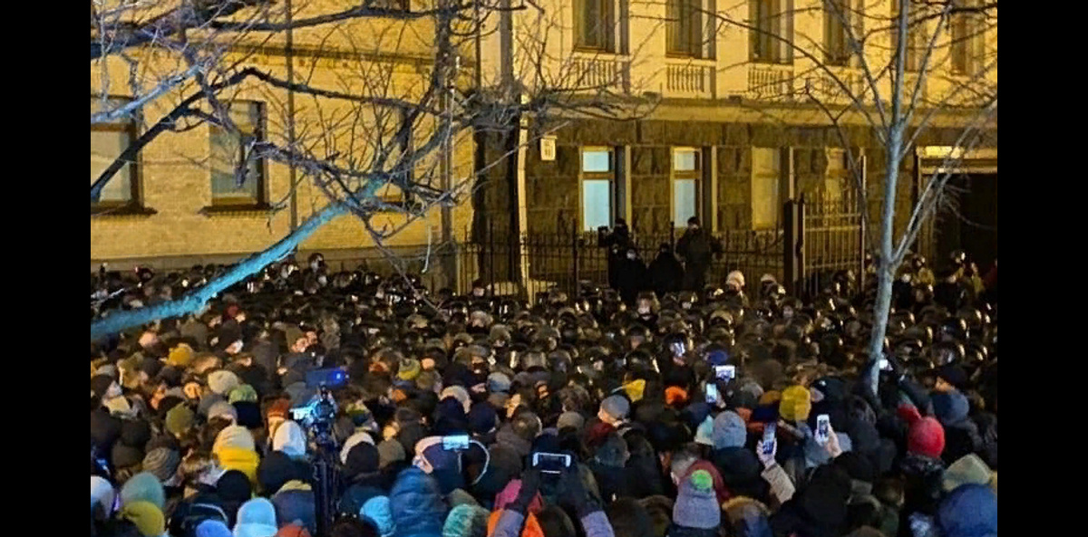 В Киеве задержаны 17 человек после столкновений у офиса Зеленского