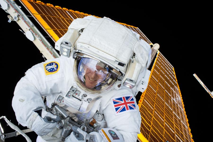 Астронавт Тим Пик в открытом космосе. Фото © Wikimedia Commons / NASA / Timothy Kopra