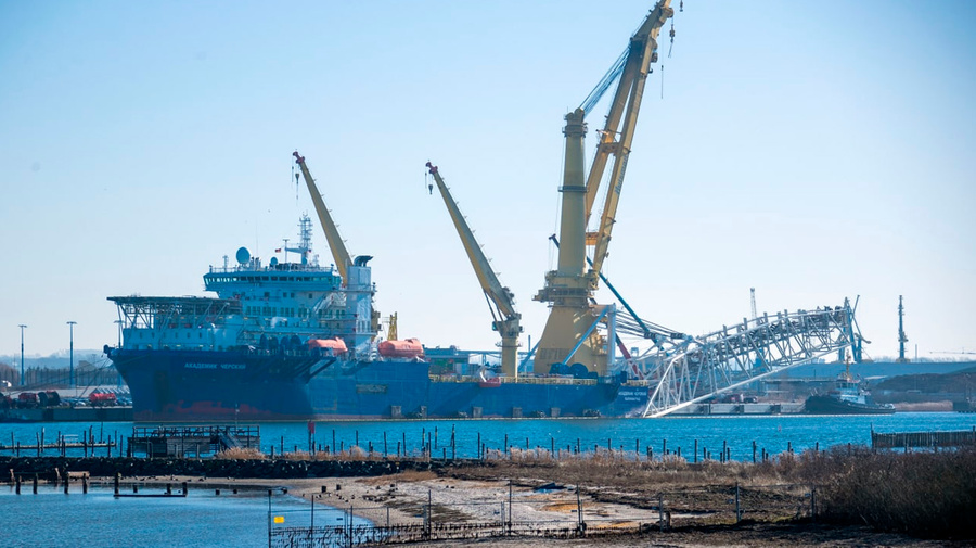 """<p>Российское судно-трубоукладчик """"Академик Черский"""" в германском порту Висмар. Фото © dpa / picture-alliance</p>"""