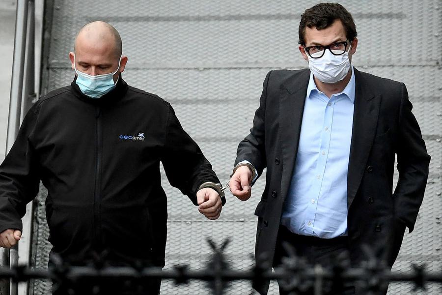 <p>Граф Саймон Боуз-Лайон (справа). Фото © Jeff J Mitchell / Getty Images</p>