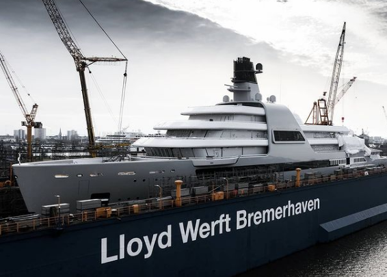 Forbes узнал о строительстве 145-метровой суперъяхты для Абрамовича