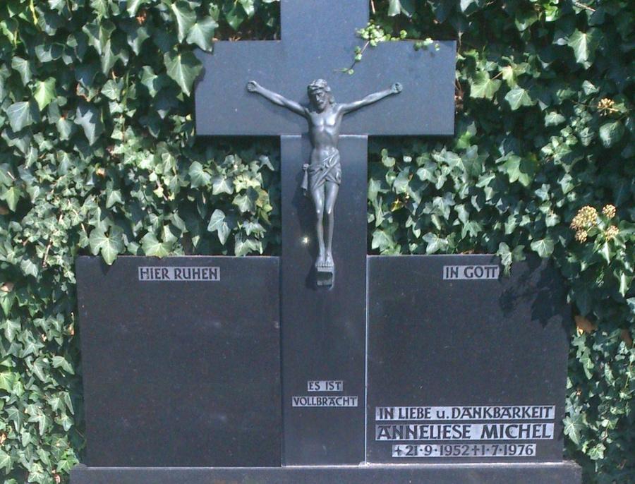Надгробие на могиле Аннелизы. Фото © Wikimedia Commons / Offenbacherjung