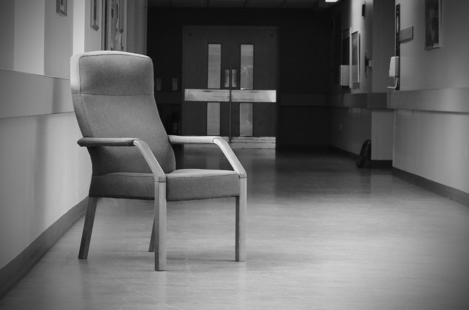 В поликлинике в Москве запретили ёрзать на стульях, но быстро передумали