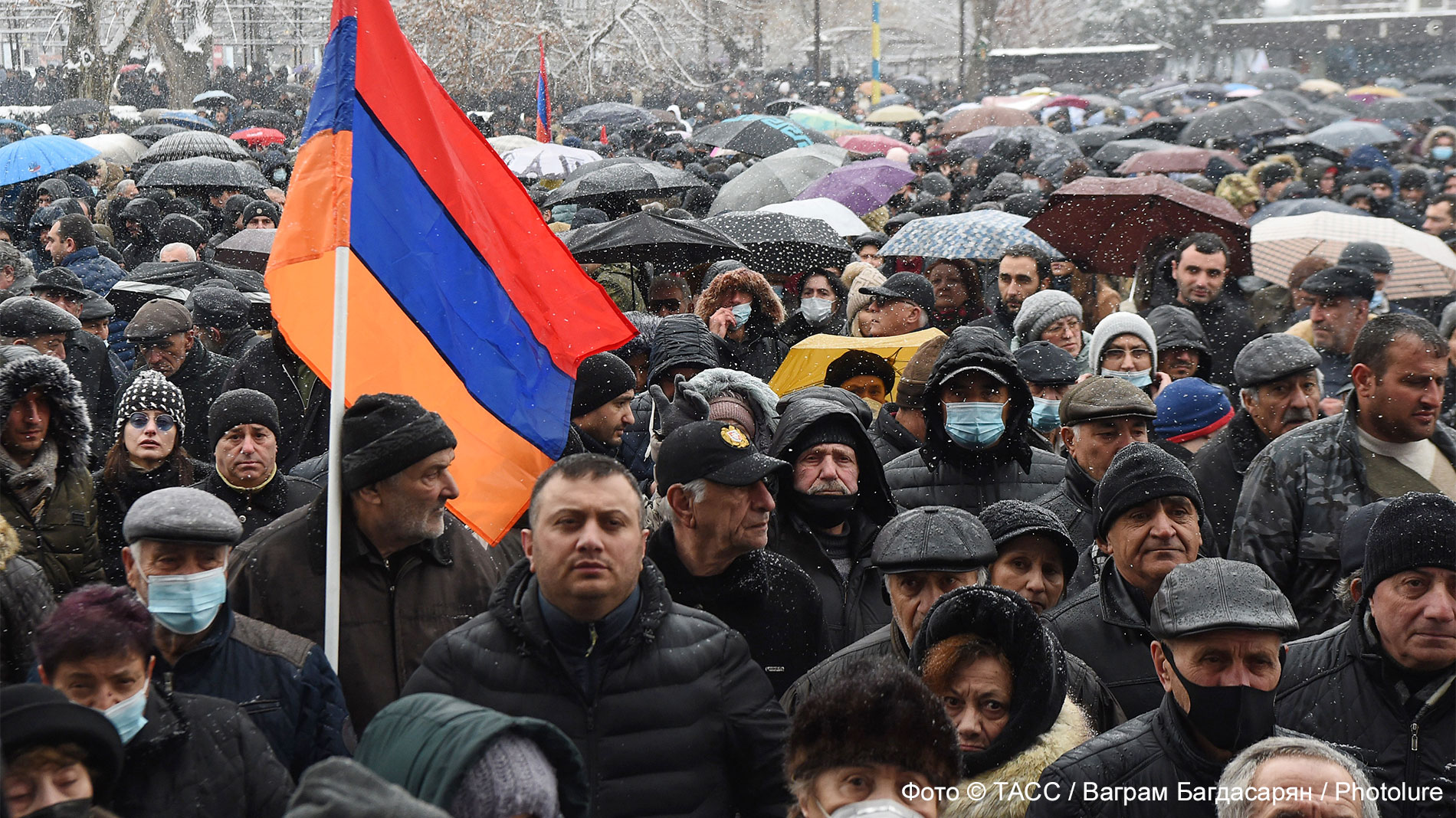 Вписаться в поворот: почему ситуация в Армении напоминает события в России в 1990-е годы