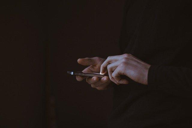 Эксперт раскрыл, как телефонным мошенникам удаётся звонить со знакомых номеров