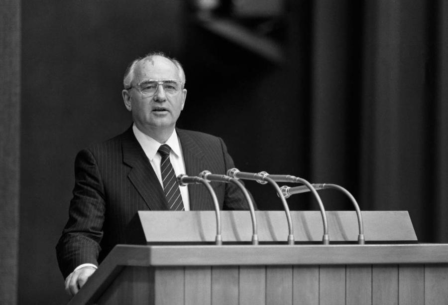 Фото © ТАСС / Владимир Завьялов, Эдуард Песов