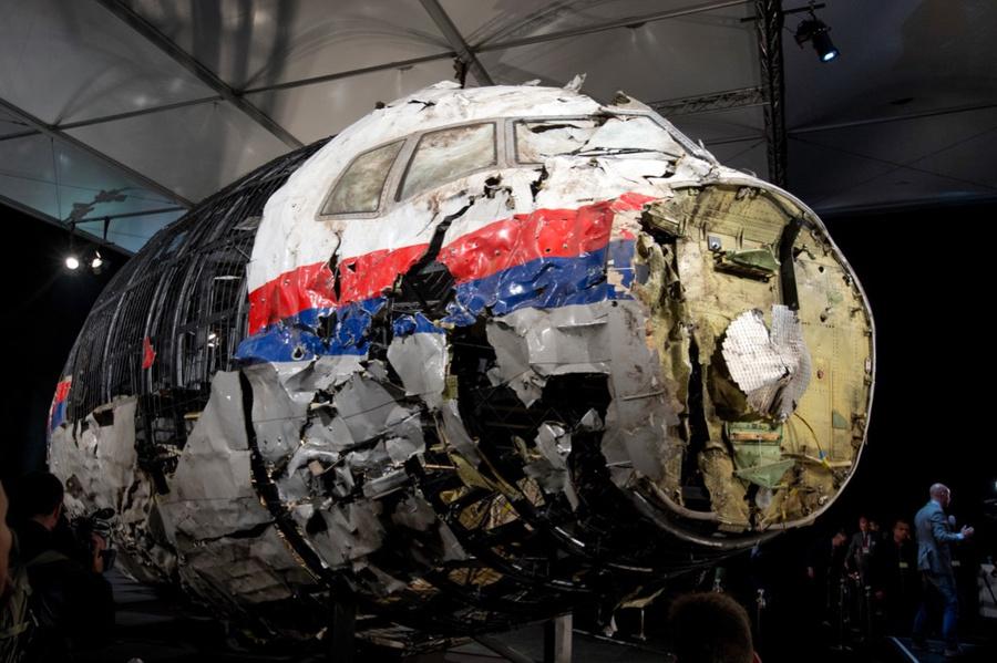 <p>Обломки авиалайнера MH17. Фото © ТАСС / AP Photo / Peter Dejong</p>