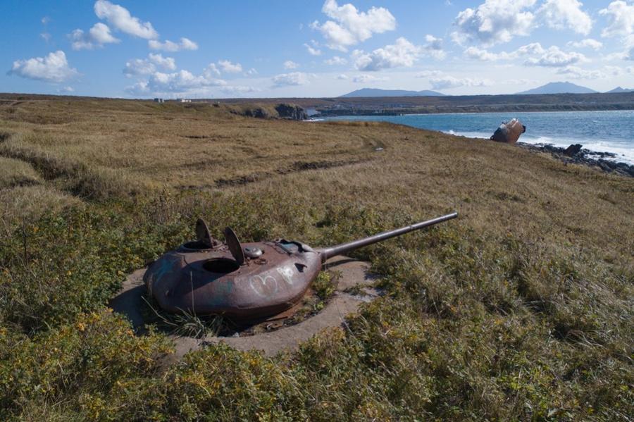 <p>Советская танковая батарея на острове Итуруп. Фото © ТАСС / Юрий Смитюк</p>