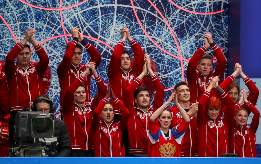 """""""Красная машина"""" Загитовой. Фото © ТАСС / Сергей Савостьянов"""