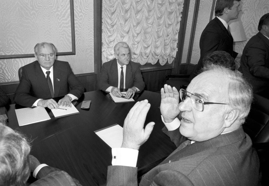 Гельмут Коль в Москве встречается с Михаилом Горбачёвым. Фото © Martin Athenstädt / picture alliance via Getty Images