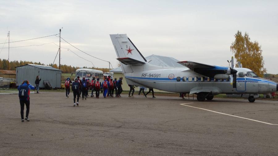 """<p>Фото © VK / <a href=""""https://vk.com/skydive_menzelinsk"""" target=""""_blank"""" rel=""""noopener noreferrer"""">DZ Мензелинск</a></p>"""