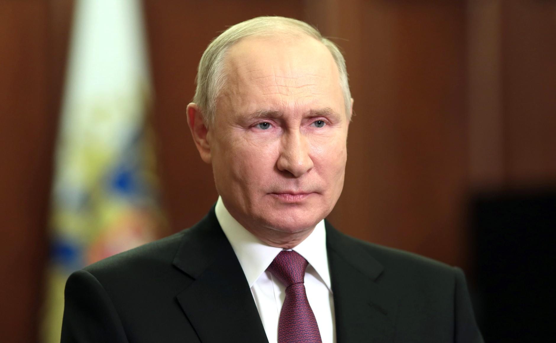 """США """"совершают большую ошибку"""": Путин заявил, что доллар подрывает свои позиции"""