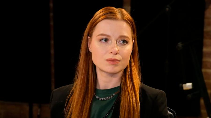<p>Юлия Савичева. Кадр из видео © YouTube / Историс — Откройте, Давид!</p>