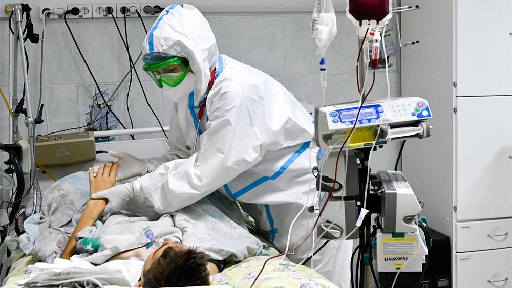 Мурашко: Заболеваемость ковидом в России продолжит расти, если не ввести ограничения