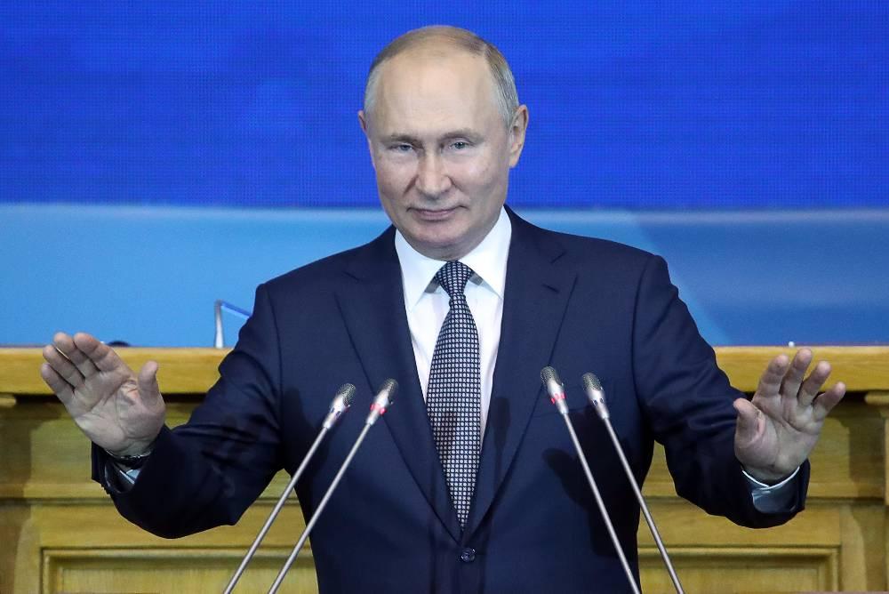 Песков рассказал, когда Путин ревакцинируется от ковида